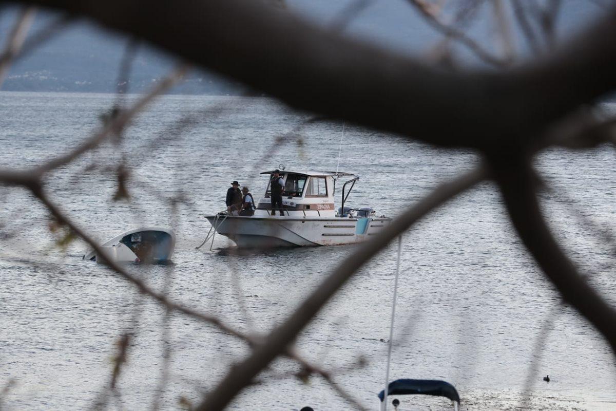 Con ecosonda buscan a víctimas del naufragio en el Lago de Atitlán