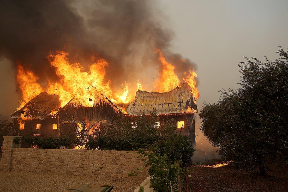 Incendios dejan 10 muertos y dos heridos en norte de California