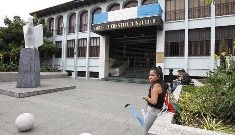 Diputados en el Congreso buscan firmas para que mediante una iniciativa de ley se disuelva la Corte de constitucionalidad. (Foto Prensa Libre: Hemeroteca PL)