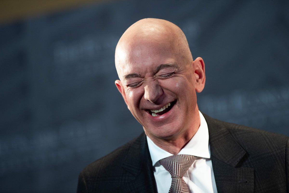 Bezos dijo que estos centros educativos se basarán en los mismos principios que han impulsado a Amazon: el niño será el cliente. (Foto Prensa Libre: AFP)