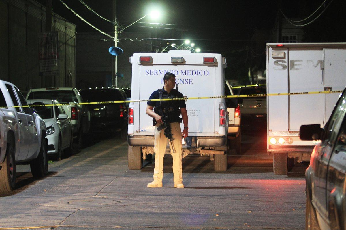 Hallan 15 cadáveres en pickup todo terreno en zona costera de México