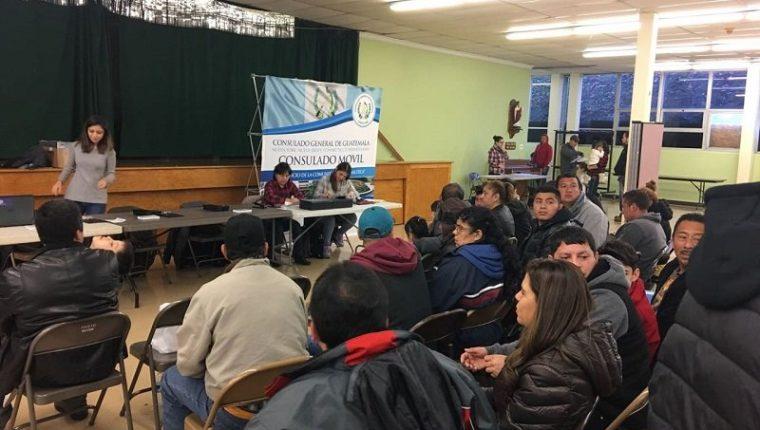 Los consulados en Estados Unidos han impulsado los consulados móviles para dar más cobertura a los guatemaltecos. (Foto Prensa Libre: Minex)
