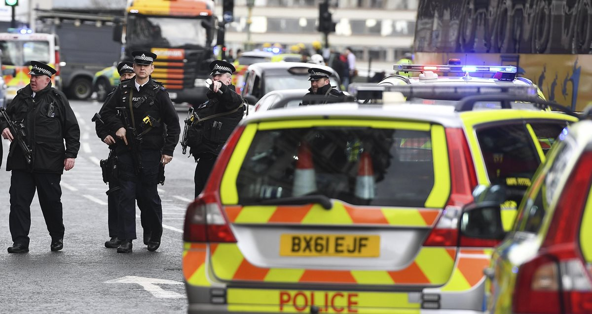 Las calles de Londres se blindan por ataques. (Foto Prensa Libre: EFE)