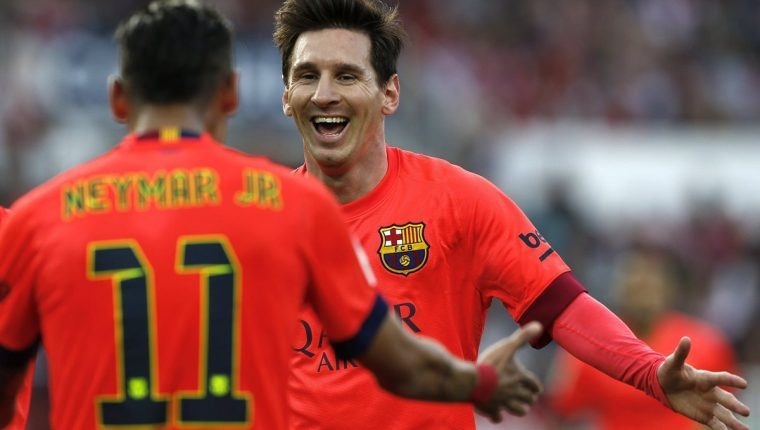 Lionel Messi y Neymar festejaron con el FC Barcelona y ahora podrían convertirse en rivales directos. (Foto Prensa Libre: Hemeroteca PL)