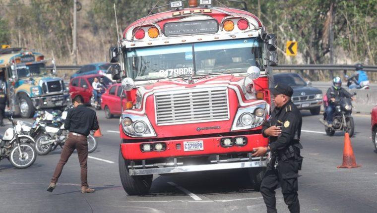 El autobús atacado en Villa Nueva se dirigía de Amatitlán hacia la Central de Mayoreo. (Foto Prensa Libre: Érick Ávila)