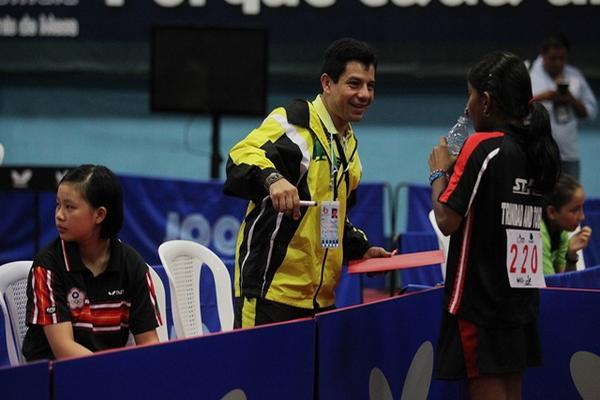 """El entrenador nacional, Omar Flores destaca en Taiwán, en donde trabaja con niños. (Foto Prensa Libre: Jorge Ovalle)<br _mce_bogus=""""1""""/>"""