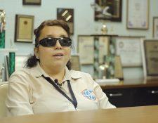 Laida Alvarado trabajó dirigió el departamento de Libro Hablado donde operaba una consola de audio señalizada con Braille (Foto Prensa Libre: Alvaro González)