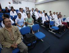 Entre los 42 médicos que presentan su renuncia condicionada al INCAN se encuentran cirujanos especializados, ginecólogos y otros profesionales. (Foto Prensa Libre: Paulo Raquec)