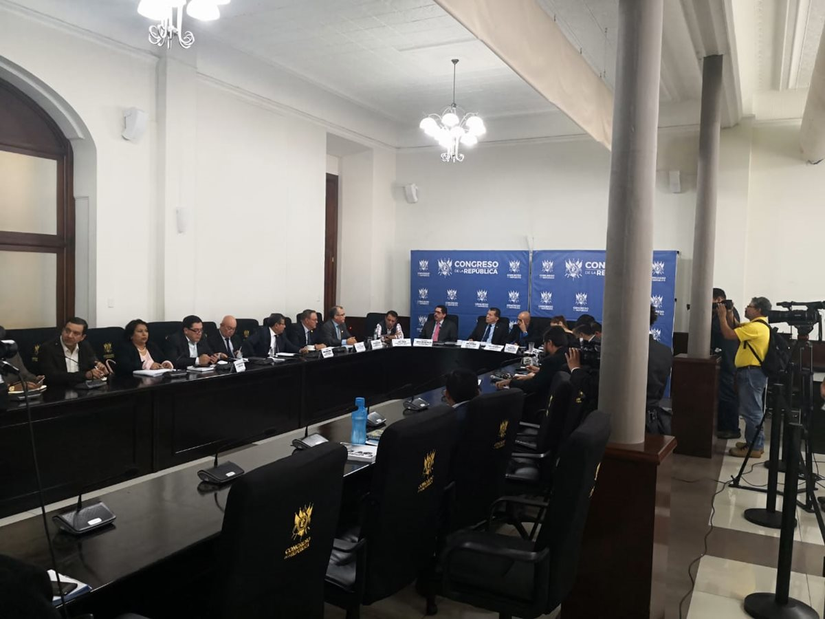 La Comisión de Finanzas analiza colocar candados al proyecto de presupuesto del 2019. (Foto Prensa Libre: Carlos Álvarez)