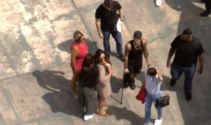 Neymar junto a su familia luego de la salida del hospital. (Foto Prensa Libre: Redes sociales)