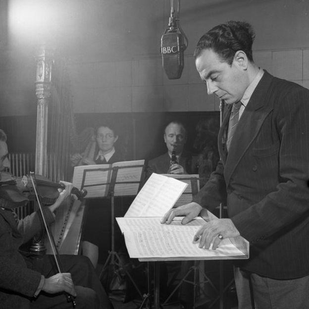 Manuel Lazareno compuso motivos musicales que acompañaban la entrada de ciertos personajes en momentos específicos.