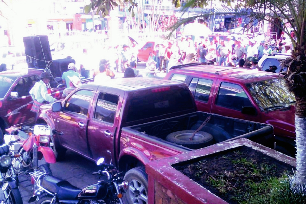 Vecinos de Pachalum protestan contra alza de tasa de alumbrado público