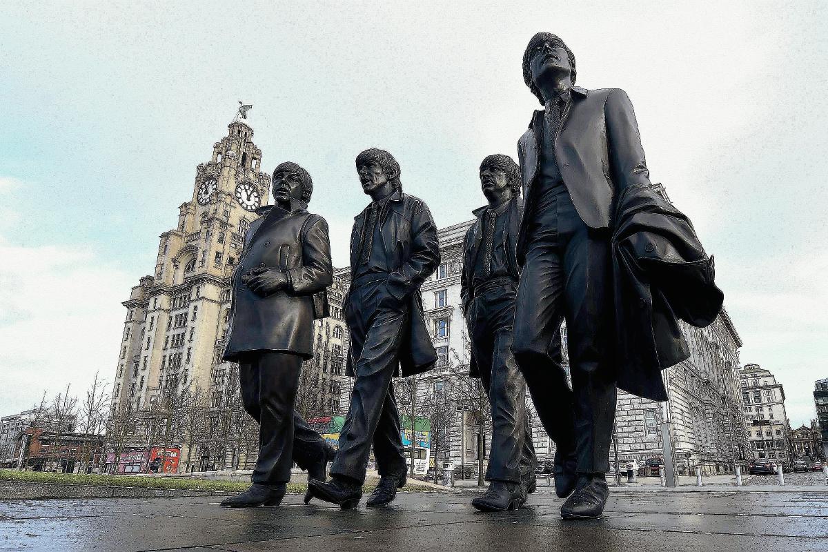 Inmortalizan a The Beatles con una estatua