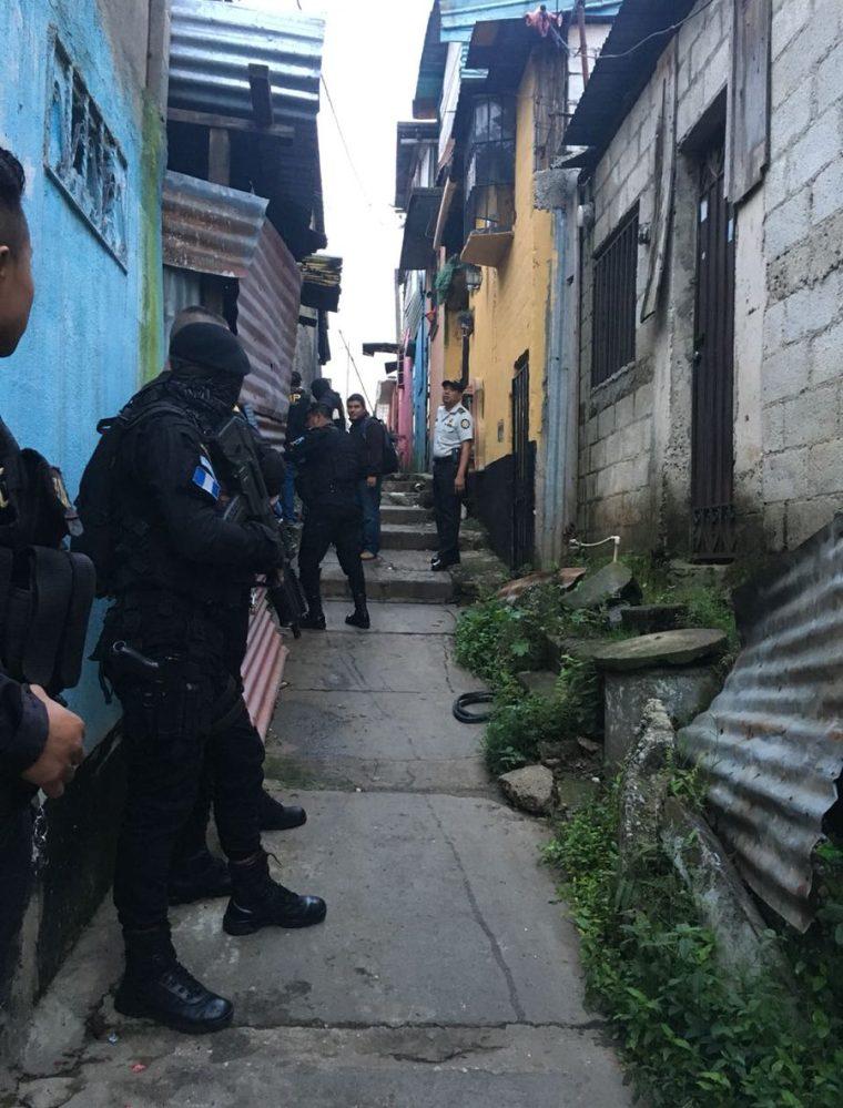 La PNC ejecuta varias órdenes de captura. (Foto Prensa Libre: Cortesía PNC)
