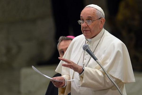 El papa Francisco habla durante la audiencia general en el Vaticano. (Foto Prensa Libre:AFP)