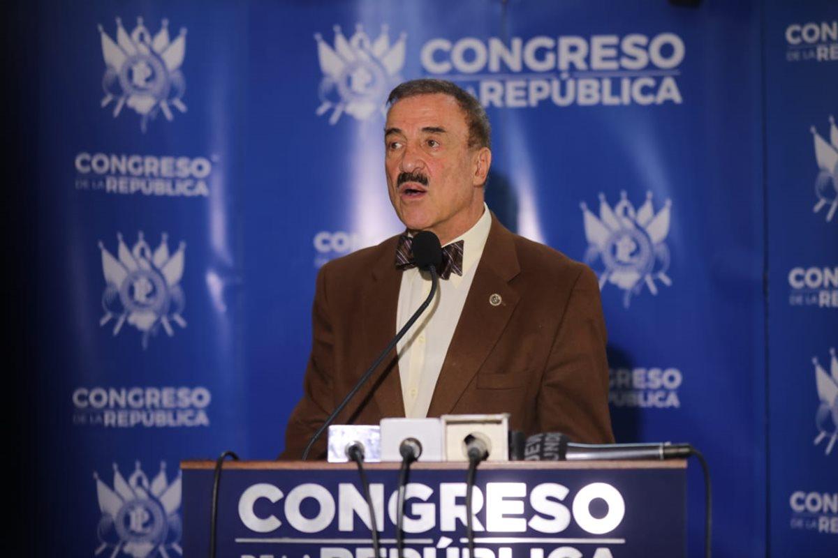El diputado Fernando Linares-Beltranena presentó una iniciativa de ley que busca castigar severamente a quienes roben electricidad. (Foto Prensa Libre: Óscar Rivas)
