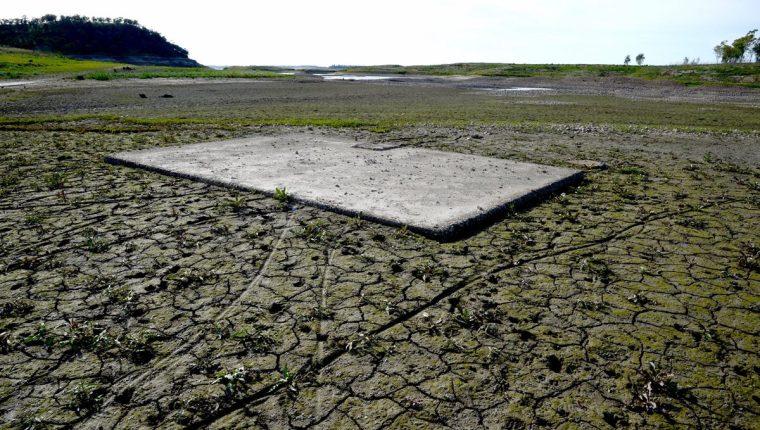 California es una de las urbes amenazadas con un déficit histórico de agua dulce. (Foto Prensa Libre: EFE)