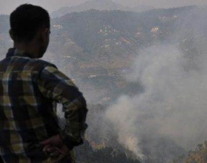 Mueren 17 personas en incendio en almacén militar de munición en India