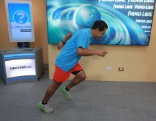 El entrenador Carlos Trejo muestra, en el programa El Consultorio, la forma adecuada de colocar el pie al momento de correr.
