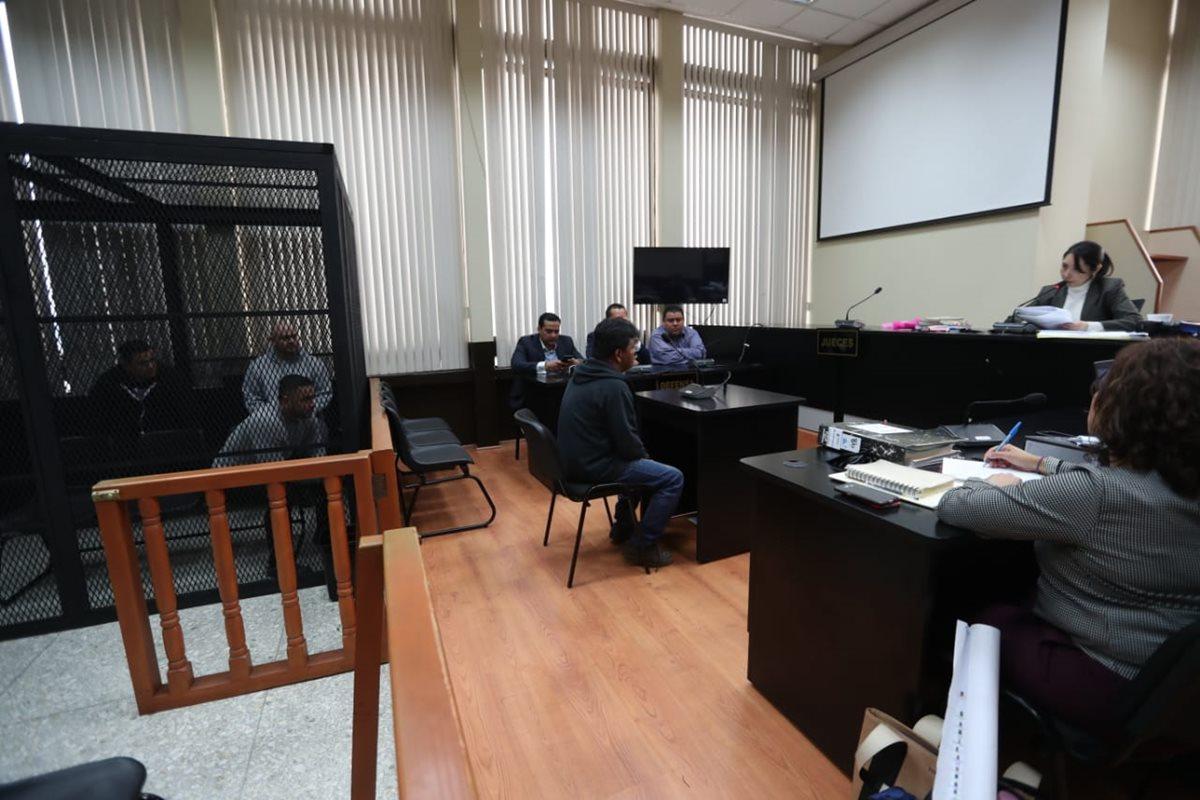 Cuatro de los seis detenidos fueron remitidos ante la jueza Erika Aifán. (Foto Prensa Libre: Óscar Rivas)