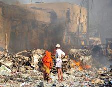 Atentado en Mogadiscio, Somalia, dejó al menos 137 muertos y 300 heridos. (Foto Prensa Libre: AFP)