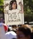 Durante la marcha internacional de las mujeres, el 8 de marzo de 2018, cientos de mujeres en San Salvador protestaron para exigir soluciones a la violencia de género y prohibición del aborto.(EFE)