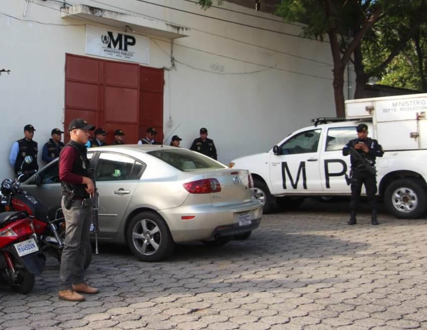 Al menos 18 allanamientos realiza el Ministerio Público y la Policía Nacional Civil en las fiscalías de Chiquimula y Jalapa. (Foto Prensa Libre: Cortesía PNC)