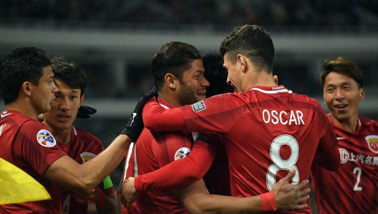 Hulk y Oscar se han convertido en jugadores claves para su equipo en la Liga de Campeones de Asia. (Foto Prensa Libre: AFP)
