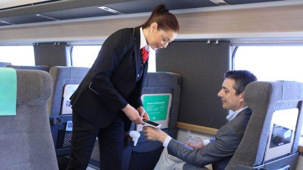 En este tren puedes pagar con tu mano. (SJ RAILWAYS)