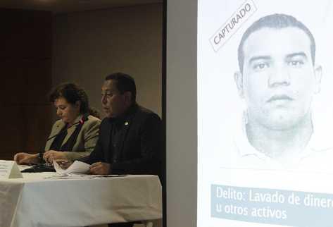 La fiscal General, Claudia Paz y Paz, junto al Ministro de Gobernación, Mauricio López Bonilla, detallan cómo estaban organizados los capturados vinculados al cartel de Sinaloa (Foto Prensa Libre: Edwin Bercián)