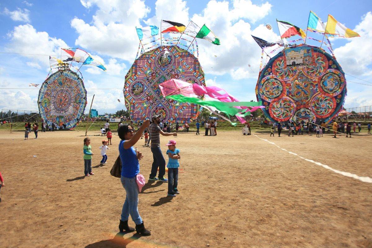 Guatemaltecos celebran el Día del Barrilete