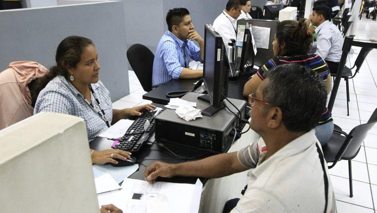 Diferencias entre Renap y Easy Marketing se traducen en que miles de guatemaltecos no tengan documento de identidad. (Foto Prensa Libre: Hemeroteca PL)