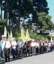 Católicos caminan en Cobán  para pedir por la paz en Guatemala. (Foto Prensa Libre: Ángel Tax)