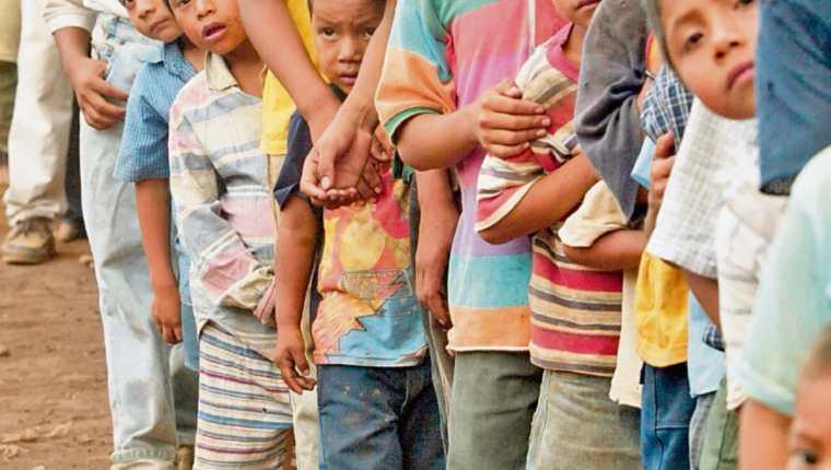 La desnutrición crónica se ubica en 46.5 por ciento, según el IV Censo de Talla Escolar, en niños de primer grado de primaria. (Foto Prensa Libre: Hemeroteca PL)