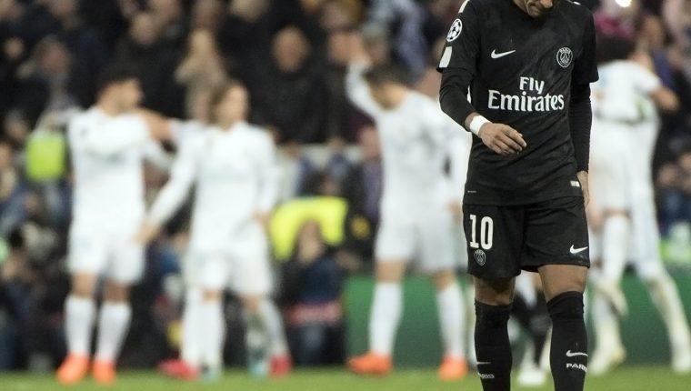 Neymar terminó afectado por la derrota del PSG contra el Real Madrid en la ida de los octavos de final de la Champions. (Foto Prensa Libre: AFP)