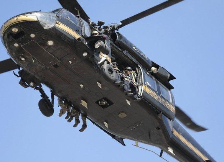 Los helicópteros son parte parte del despliegue militar en la frontera entre Estados Unidos y México a la espera de la caravana de inmigrantes. GETTY IMAGES