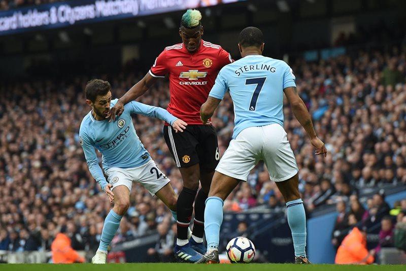 Paul Pogba fue la estrella en el derbi de Mánchester y fue clave para el triunfo del United. (Foto Prensa Libre: AFP)