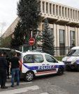 La Embajada de Rusia en París, Francia. El ministerio francés de Exteriores anunció que expulsará a cuatro diplomáticos rusos en respuesta al envenenamiento del exespía ruso.(Foto Prensa Libre:EFE).