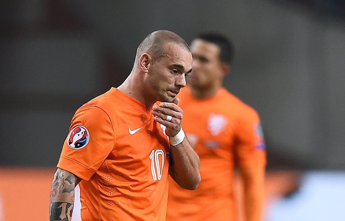 Sneijder sufrió uno de los dolores más fuertes al quedar fuera del Mundial 2018, a disputarse en 101 días. (Foto Prensa Libre: AFP)