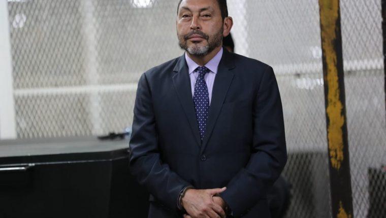 El exministro de Gobernación, Mauricio López Bonilla, luego de haber sido sentenciado por el caso Blindados. (Foto Prensa Libre: Érick Ávila)