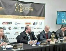 La Directora de Relaciones Institucionales de Agexport Fanny De Estrada, el presidente de Agexport, Antonio Malouf, el director general Amador Carballido, y director de Servicios al Exportador, y Fernando Herrera dieron a conocer a los finalistas del Galardón a la Exportación 2018. (Foto Prensa Libre: Cortesía Agexport)