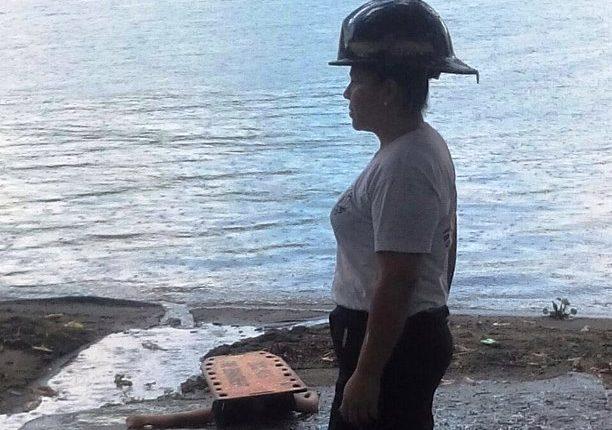 Una menor murió ahogada en el lago de Amatitlán. (Foto Prensa Libre: Bomberos Voluntarios)