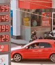 Precios de las gasolinas subieron esta semana, mientras que el del diésel se mantuvo estable.