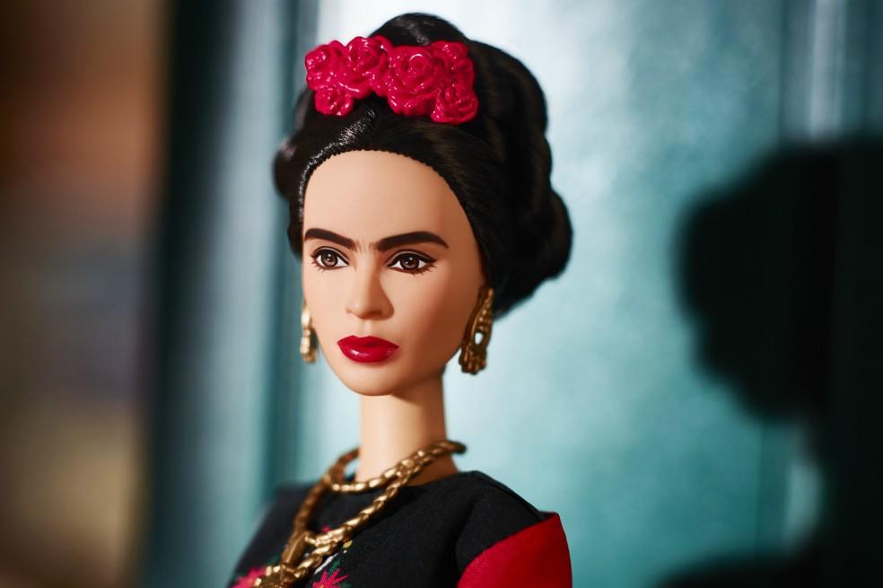 Barbie hace una muñeca de Frida Kahlo