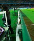 La Fifa sigue con su apoyo al videoarbitraje para apoyar las decisiones del árbitro del terreno de juego. (Foto Prensa Libre: AFP)