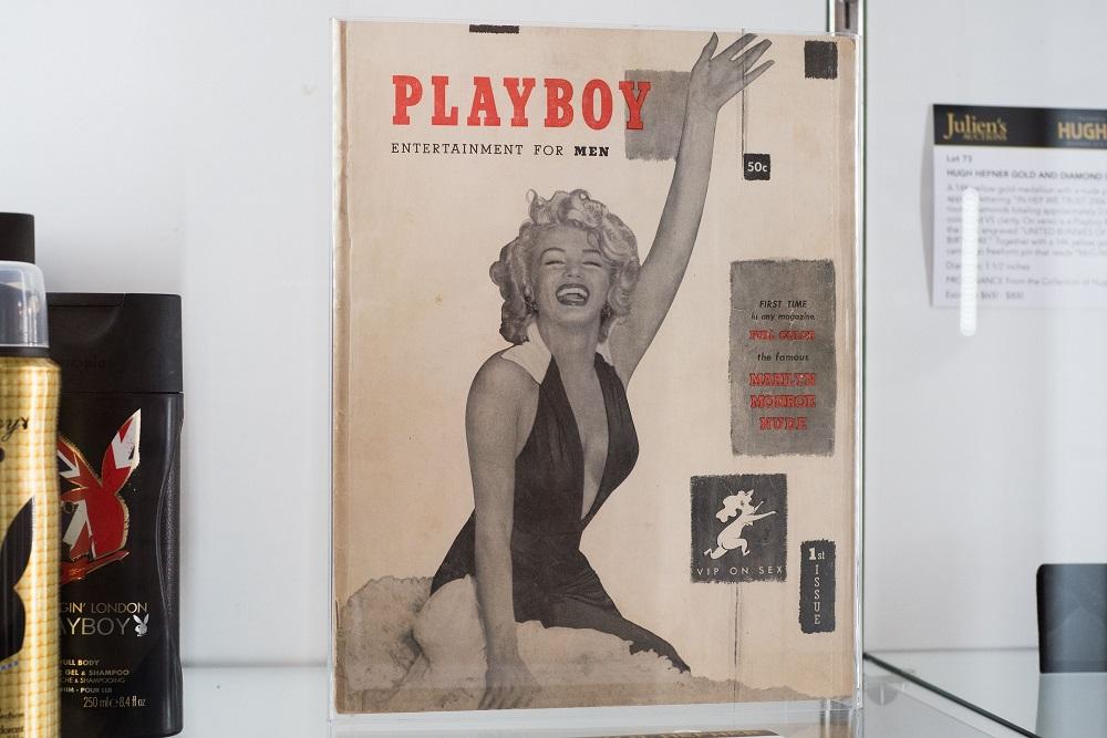 Copia de la primera edición de la revista Playboy. (Foto: AFP).