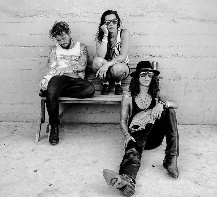 Sasha Chemerov, Brittany Maccarello y Sal Ramazzini conforman la agrupación The Gitas. (Foto Prensa Libre: Nicole Lemberg)