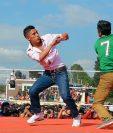 Los organizadores instalan un cuadrilátero y delegan árbitros para las peleas. (Foto Prensa Libre: Édgar Domínguez)