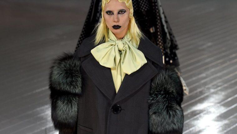 Lady Gaga apareció en la pasarela del diseñador Marc Jacobs. (Foto Prensa Libre: AFP)