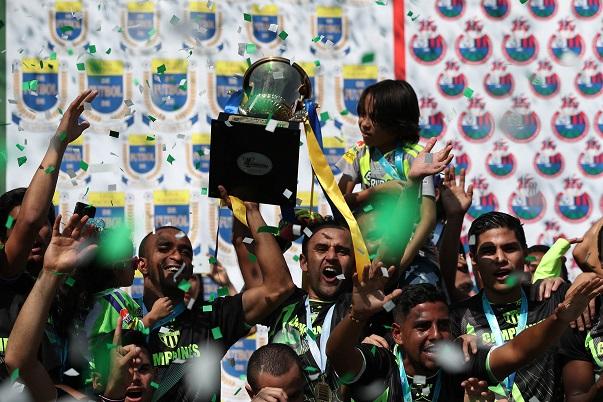 Contreras ha ganado ocho títulos en la Liga Nacional, siete de blanco y uno de verde. (Foto Prensa Libre: Fernando López)
